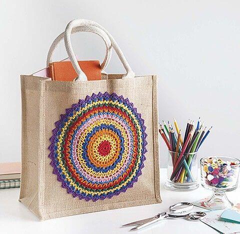Horgolt mintával díszített táska készítése