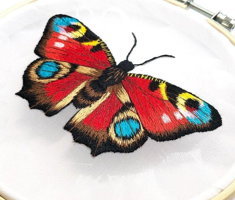 Pillangók varrva, hímezve